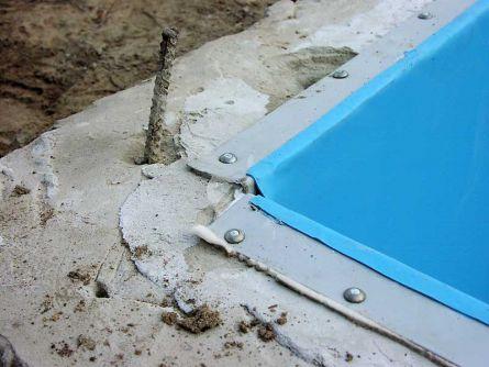 Крепление ПВХ мембраны к краю бассейна