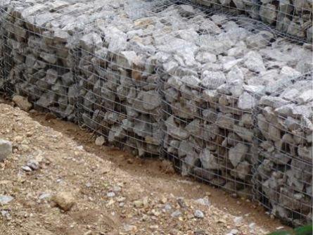 Фото укрепления берегов габионами.