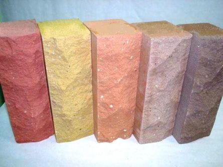 Фото. Цветной силикатный кирпич с рельефной поверхностью