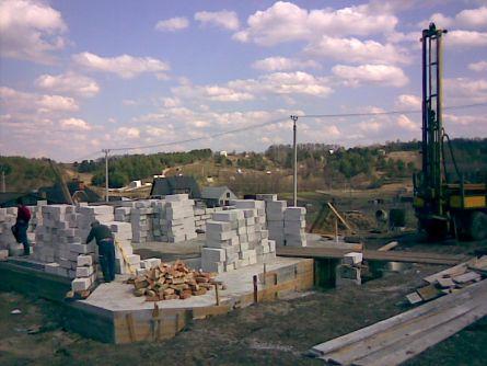 Начало строительства стен