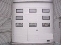 Окна и дверь в секционных воротах