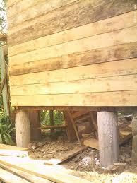 Фундамент из деревянных свай