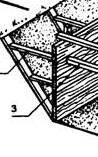Деревянная распорка опалубки о траншею