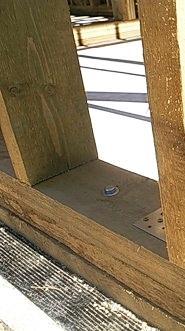 Фото. Крепление обвязки к ростверку анкерами.