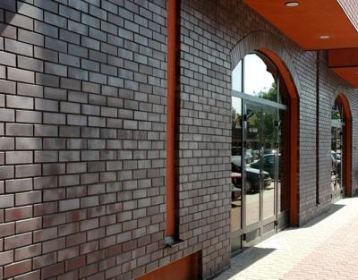 Поверхность стены из глазурованного клинкерного кирпича