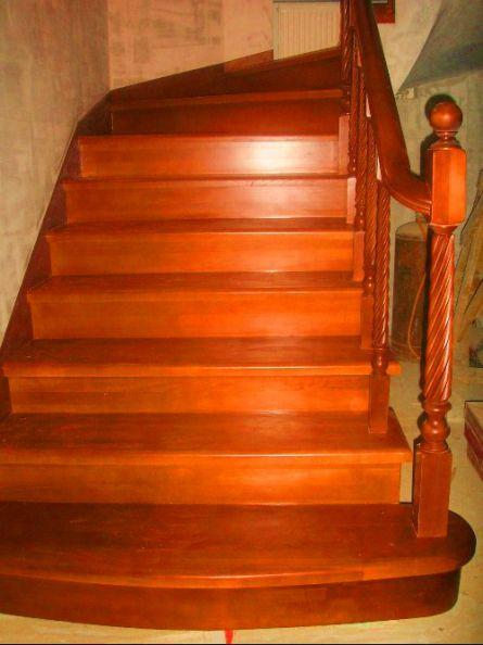 Лестница с деревянными накладными частями