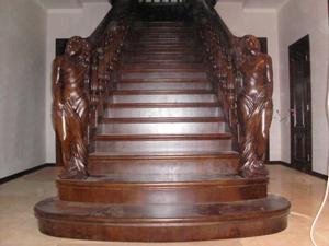 Маршевая лестница с подступенниками