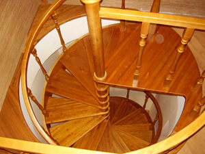 Стойка винтовой лестницы
