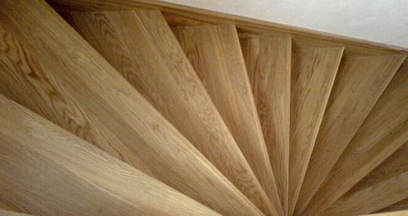 Поворотные лестницы занимают