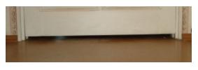 Зазор между низом двери и полом, минимум 20 мм по всей ширине двери
