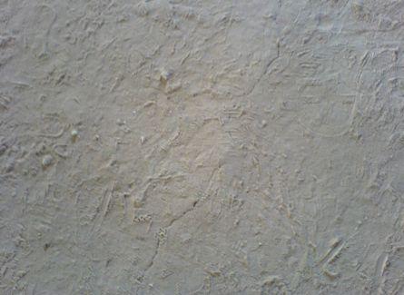 Фото. Стяжка с недостаточно прочной поверхностью (тянется песок).